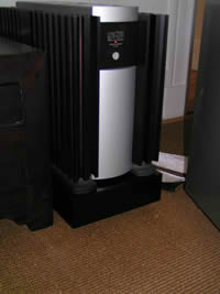 Mark Levinson No. 33H amplifier on its Ohio Class isoBASE platform.